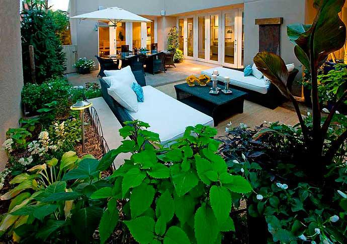 3 Tips to Staging the Outside of Your Home Like a Pro